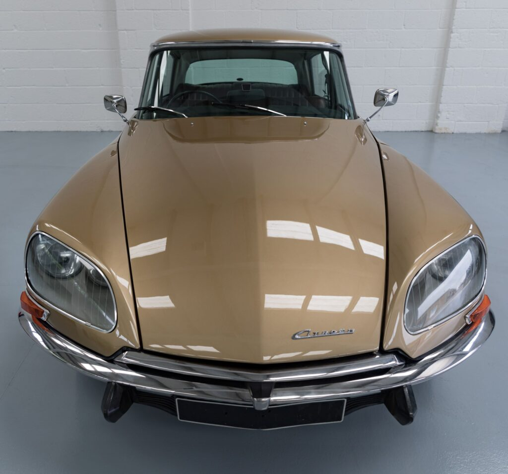 Citroen DS electrified by Electrogenic
