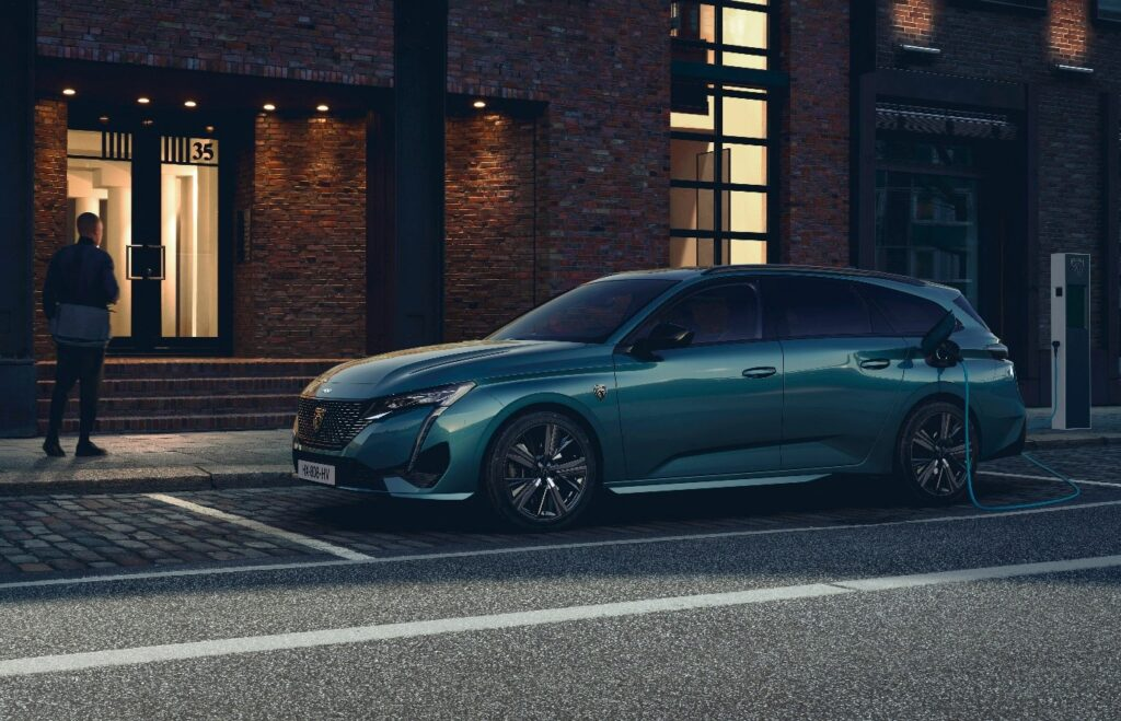 70% of Peugeot models are electric in 2021